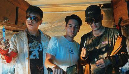 Agustín Portela con Ysy A y Bizarrap en la grabación del video donde se inspiraron en Breaking Bad