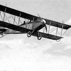El biplano Vickers Vimy contaba con motores Rolls Royce de 12 cilindros y una envergadura de 67 pies (20,4 metro