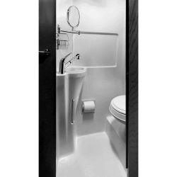 Otro punto que sobresale es el baño, que ofrece mucho más espacio y comodidad de lo que podrías esperar.