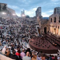 Grecia, Atenas: El director indio Zubin Mehta dirige la Orquesta del Maggio Musicale Fiorentino durante un concierto en el Odeón de Herodes Ático. | Foto:Eurokinissi vía ZUMA Wire / DPA