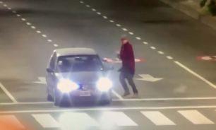 Un policía se agarró a trompadas con un limpiavidrios y le disparó en la pierna 20210615