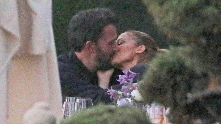 Jennifer López y Ben Affleck a los besos Malibú