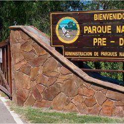 El paisaje está dominado por islas con forma de plato hondo, arroyos, lagunas y riachos con la influencia del río Paraná.