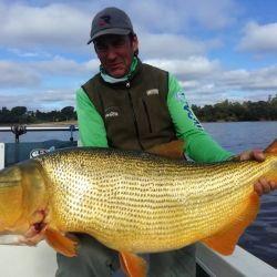 También pescaron dorados haciendo pasadas al garete con carnada natural.