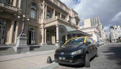 Operativo de taxistas en Teatro Colón