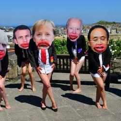 Activistas de Extinction Rebellion, con máscaras de los líderes del G7 en St Ives, protestan durante la Cumbre del G7 en Cornualles. | Foto:Ben Birchall / PA Wire / DPA