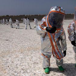 Miembros de la Unidad de Rescate y Socorro de las Fuerzas Armadas Reales marroquíes participan en un simulacro bioquímico organizado por la Agencia de Reducción de la Amenaza de Defensa de Estados Unidos como parte del ejercicio militar  | Foto:Fadel Senna / AFP