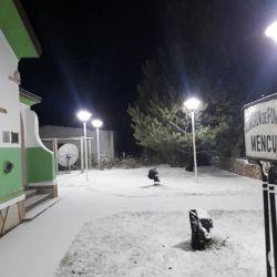 La localidad de Mencué también amaneciò cubierta de blanco.