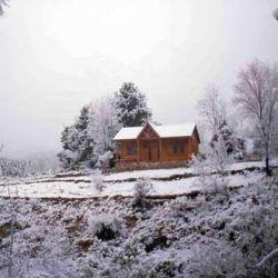 La nieve tiñó por completo al típico paisaje verde del lugar.
