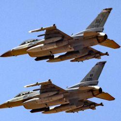 Aviones de combate F-16 de la Fuerza Aérea de Estados Unidos se preparan para aterrizar en una base aérea en Ben Guerir, a unos 58 kilómetros al norte de Marrakech, durante el ejercicio militar  | Foto:Fadel Senna / AFP