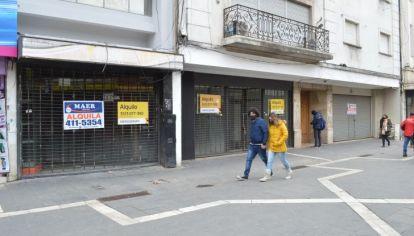 EN TERAPIA. Uno de cada cinco comercios del área central de Córdoba cerró sus puertas.
