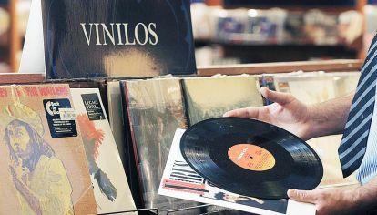 Hoy. Viejos formatos como el vinilo superarán por vez primera a las ventas de las versiones en CD.