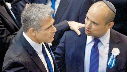 Líderes. Lapid y Bennett. El primero armó todo el gobierno, el segundo quedó al frente, pero sin apoyos propios.