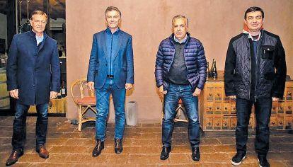Cena. El jueves por la noche, compartió la velada con los radicales mendocinos Cornejo y Suárez.