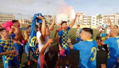 ¡A Tercera División! El Inter Ibiza y un logro que se venía postergando. La celebración del ascenso coincidió con el cumpleaños número siete del club.