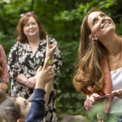Kate, duquesa de Cambridge, interactúa con los niños durante una visita al Museo de Historia Natural. | Foto:Geoff Pugh / Daily Telegraph / PA Wire / DPA