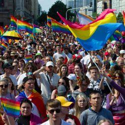 Polonia: La gente marcha con banderas del arco iris durante el Desfile del Orgullo de Varsovia. | Foto:Aleksander Kalka / Zuma Wire / DPA