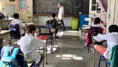 El gobierno de la provincia de Buenos Aires actualizó los datos epidemiológicos y decretó qué distritos pueden avanzar de fase y volver a las aulas.