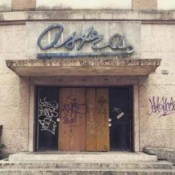 El hallazgo tuvo lugar en el sótano del cine Astra, cerrado desde hace muchos años, que está ubicado en la calle Oberdan,