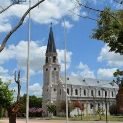Roque Pérez está ubicada sobre Ruta 205, a poco más de 124 kilómetros de Capital Federal.
