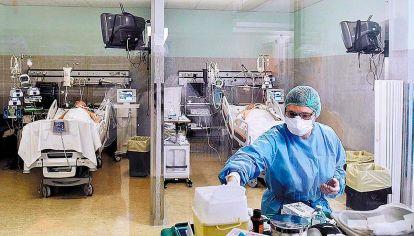 Plan. Con los mayores de 60 vacunados hasta con dos dosis, las UTI bajaron la edad de internados.