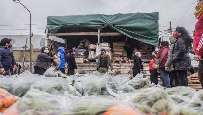 """La Unión de Trabajadores de la Tierra realizó un """"frutazo"""" de alimentos agroecológicos"""