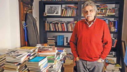 Entre libros. Horacio González en su despacho de la Bilbioteca Nacional, que dirigió diez años.