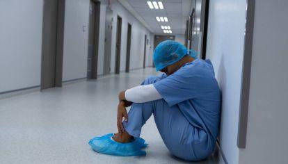 AFECTADOS. Gran parte del personal de salud padece angustia, trastornos del sueño y agotamiento cognitivo como consecuencia del tiempo prolongado de la pandemia.