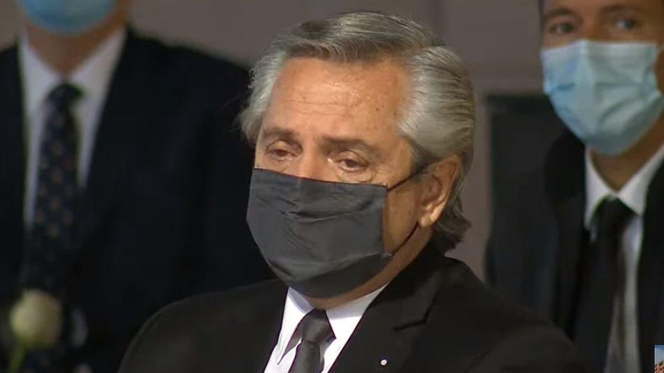 Alberto Fernández, emocionado en el acto por las víctimas del Covid-19 realizado en el CCK.