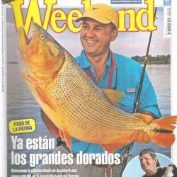 Alejandro Inzaurraga en la cubierta de revista Weekend exhibindo un doradazo.