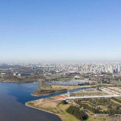 Vista aérea de las nuevas instalaciones de trece hectáreas, edificadas sobre tierras ganadas al Río de La Plata.