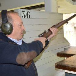 La emoción embarga al Director de Tiro, en el preciso momento de haber efectuado el último disparo con fusil.