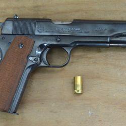 Dos armas emblemáticas para nuestro país, fusil Mauser Modelo 1909 y pistola Sistema Colt, fueron las elegidas para culminar una etapa de más de un siglo.
