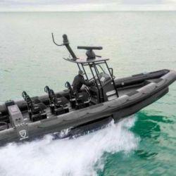El semirrígido está conformado por 6 asientos con enfoque militar.