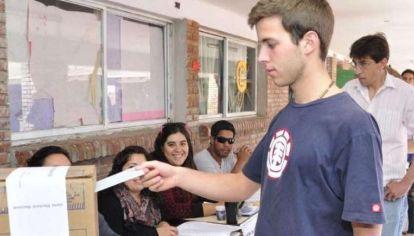 adolescentes votando