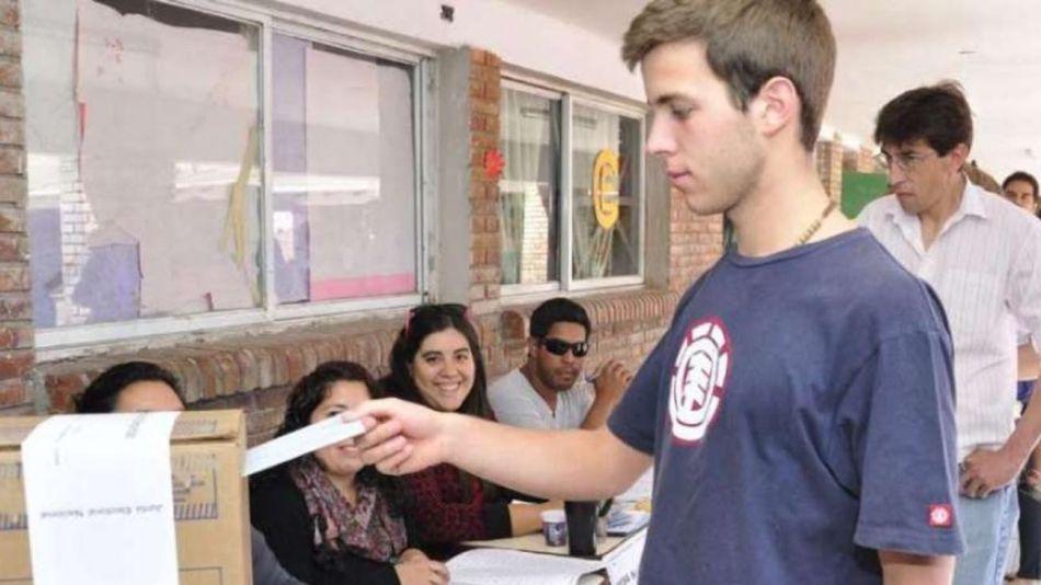 adolescentes votando 20210628