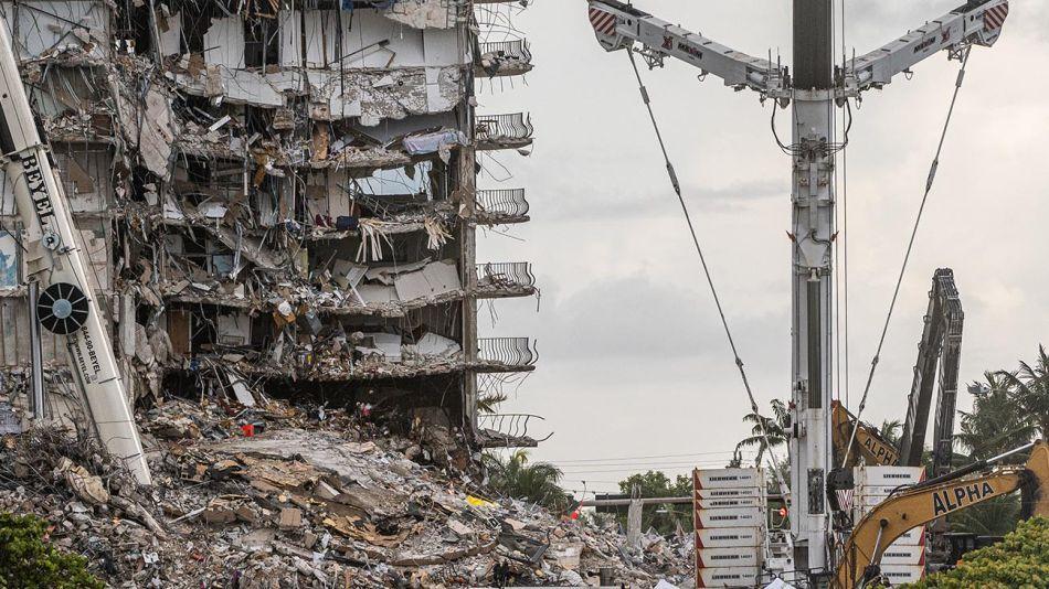 Derrumbe en Miami 20210628