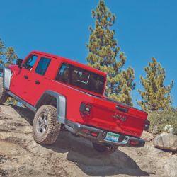 Jeep Gladiator, del  modelo que marcó una época en nuestro país, 50 años atrás. Ahora, de la mano de FCA, es un vehículo para el esparcimiento.