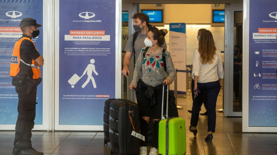 restricciones vuelos turistas exterior ezeiza g_20210629