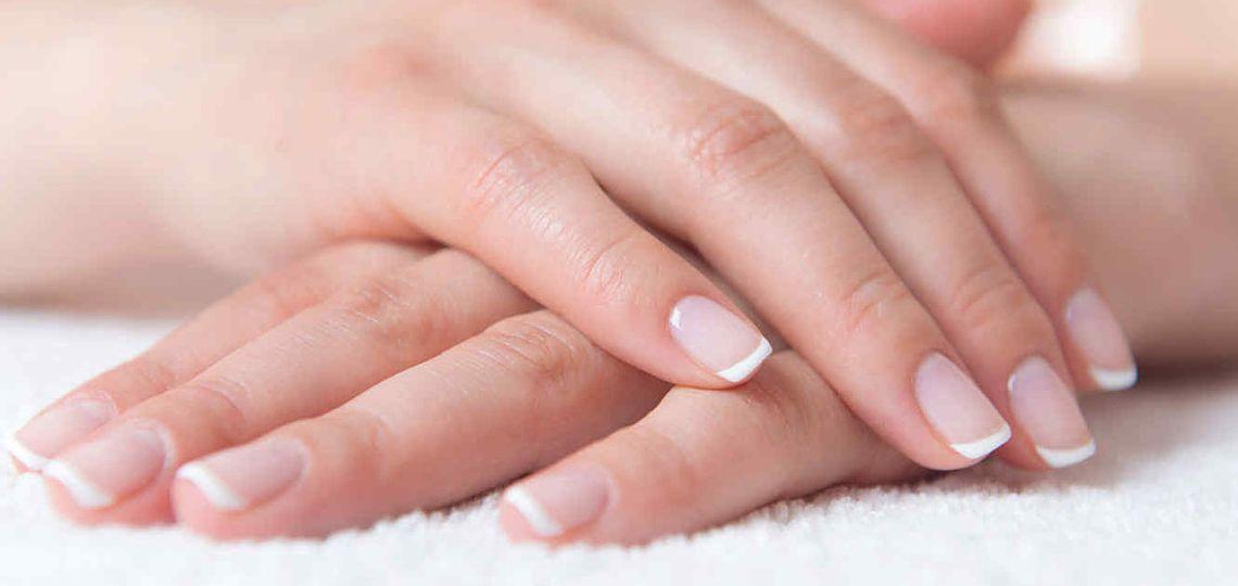¿Cómo evitar uñas rotas y manchadas?
