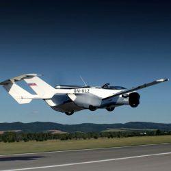 El AirCar es un modelo híbrido, que claramente se parece a un auto con alas y la verdad es que no dista mucho de eso.