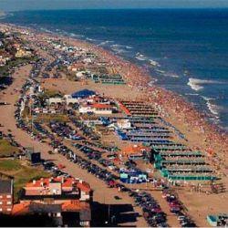 Se extiende a lo largo de 98 kilómetros de balnearios y playas.