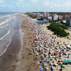el Partido de la Costa es la zona de playas marítimas más cercana a la Capital Federal de la cual la separan sólo 320 kilómetros.