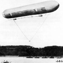 El Zeppelin LZI se mantuvo en el aire durante 17 minutos.