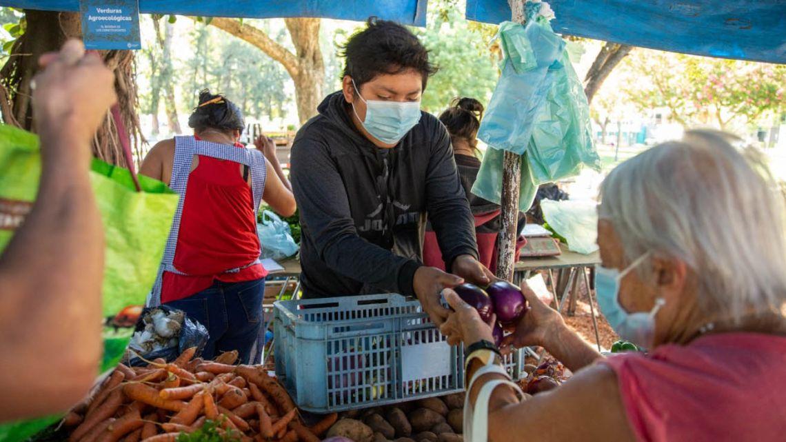 A farmers' market in Rosario, Santa Fe Province.