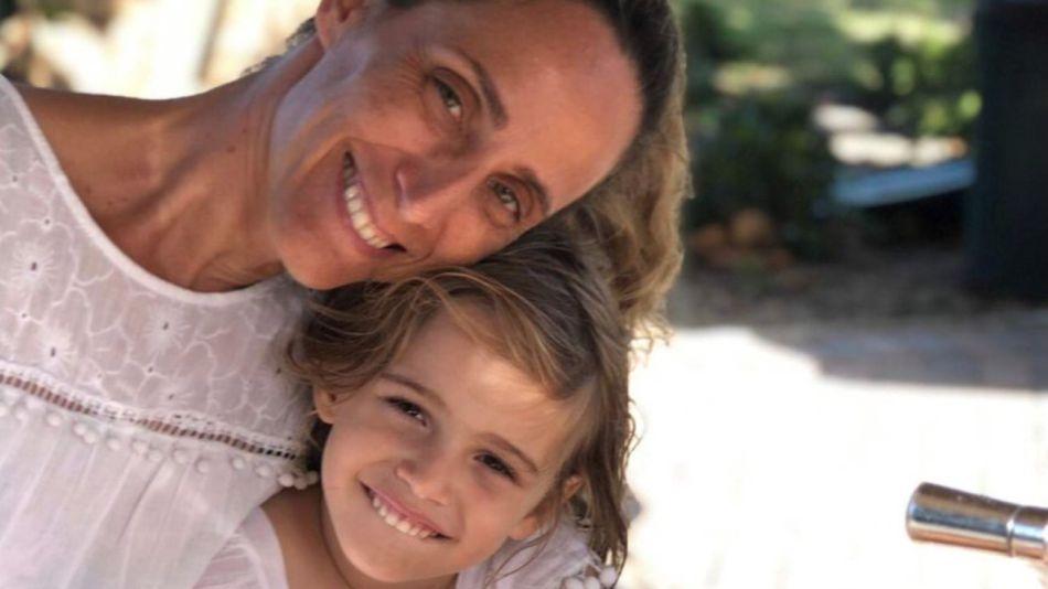 Stella junto a su madre Graciela Cattarossi