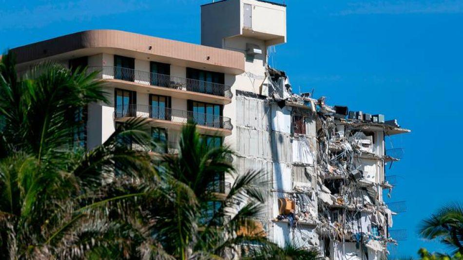 Derrumbaran resto del edificio que colapso en Miami