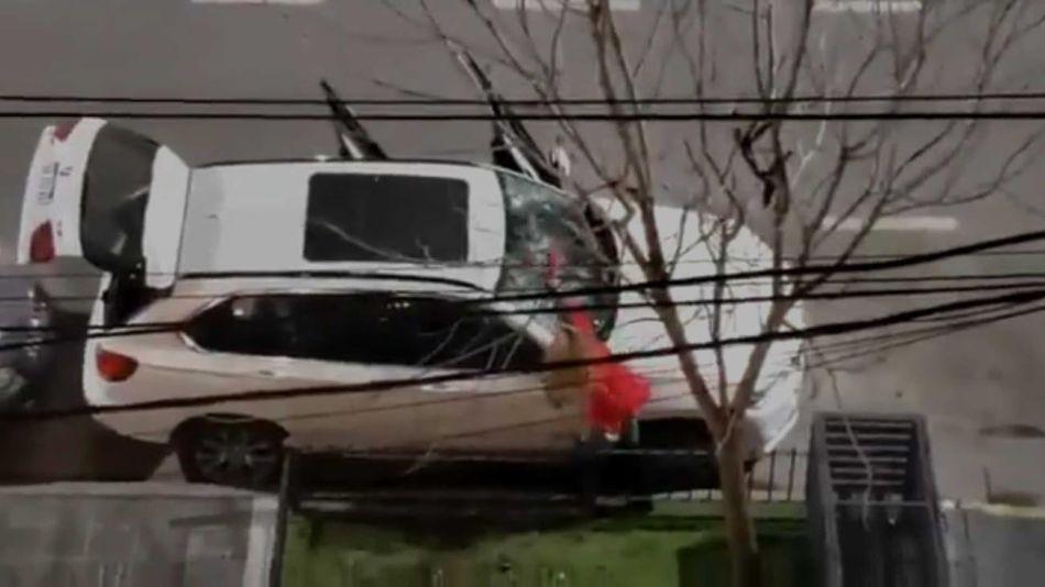 Una mujer destrozó una camioneta de alta gama con un matafuegos 20210705