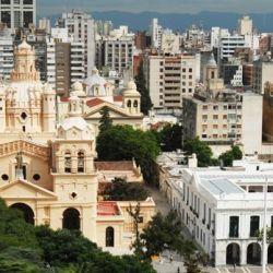 Còrdoba capital fue fundada por el comisionista sevillano Jerónimo de Cabrera.