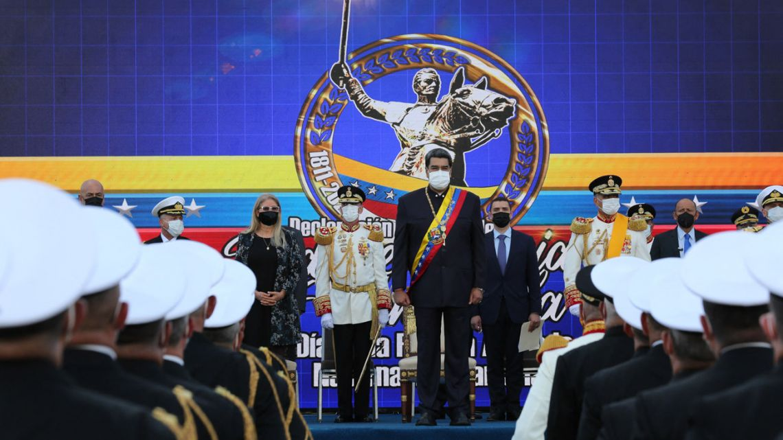 Handout picture released by the Venezuelan presidency showing Venezuelan President Nicolás Maduro (centre), speaking during a military parade to celebrate the 210th anniversary of the Venezuelan Independence in Caracas, on July 5, 2021.
